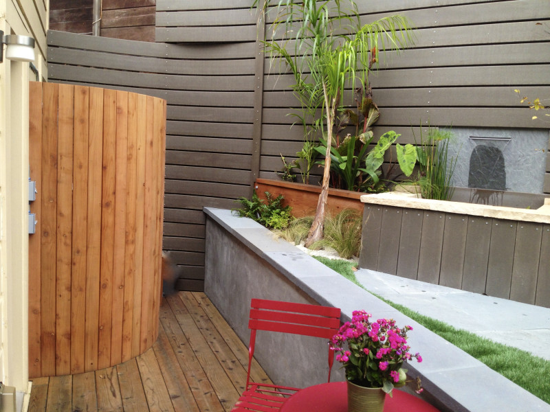 curved redwood utility screen
